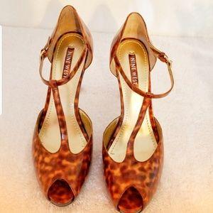NINE WEST Leopard Print T-Strap Shoe 9.5M